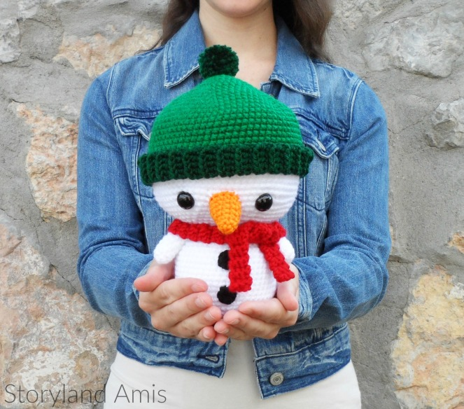Storyland Amis, Crocheted Roly the Snowman amigurumi, Christmas in July project2