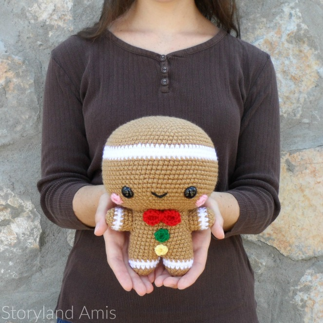 Storyland Amis, Crocheted Spice the Gingerbread Man amigurumi, Christmas in July project2